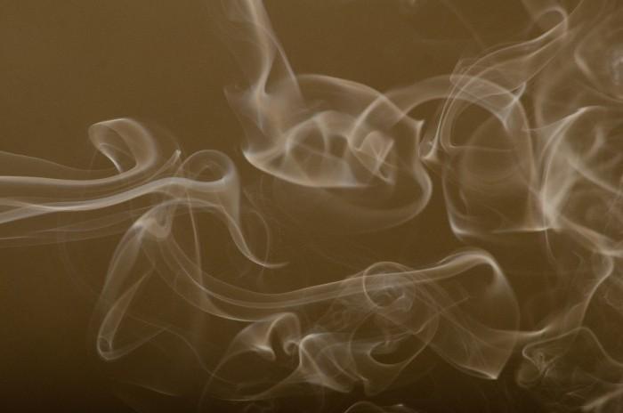 タバコの煙の画像